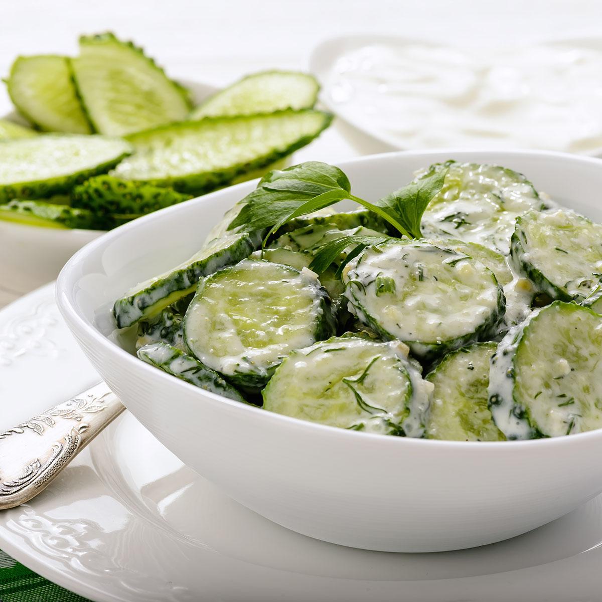 Салат с огурцами