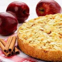 Яблочный пирог с тертым миндалем