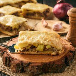 Пирог с картошкой и мясом из песочно-слоеного теста