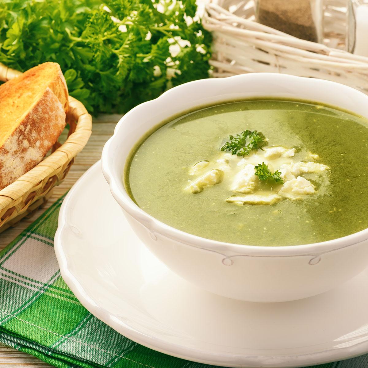 Крем-суп из шпината с картофелем и фетой