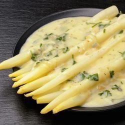 Белая спаржа в сырном соусе