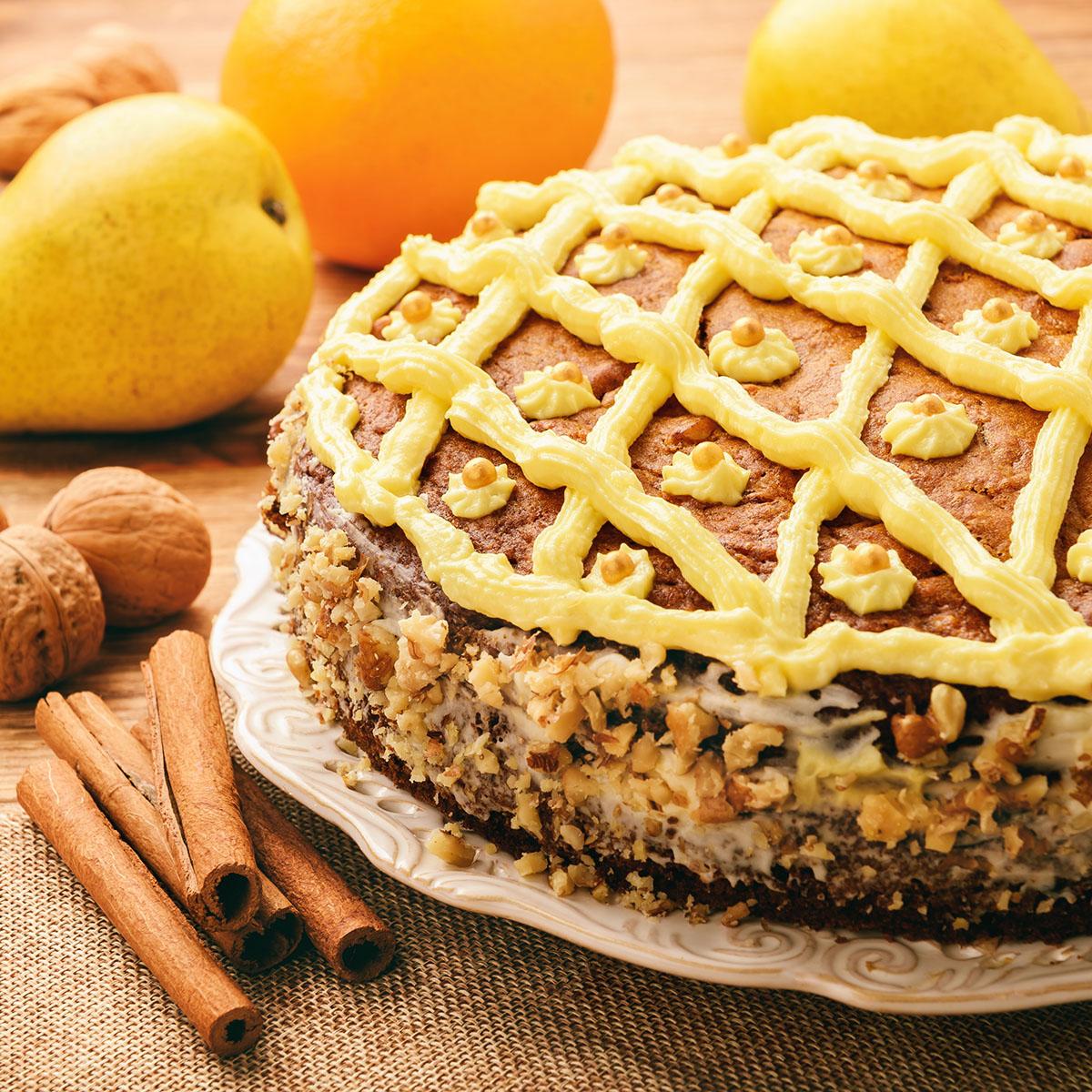 Тыквенный торт с орехами и фруктами