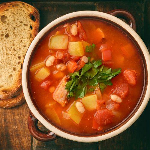 Сербский суп с белой фасолью и копченостями
