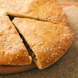 Мясной пирог на легком кефирном тесте