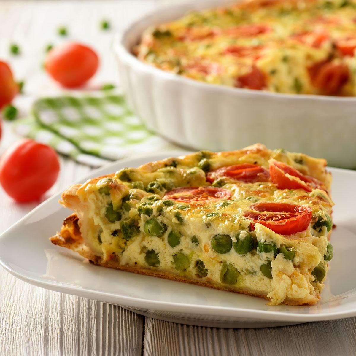 Киш с зеленым горошком, помидорами и сыром