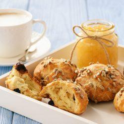 Творожные булочки с миндалем и сушеной клюквой
