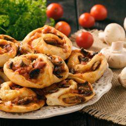 Булочки-улитки со вкусом пиццы