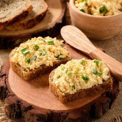 Яичная паста с сыром и зеленью
