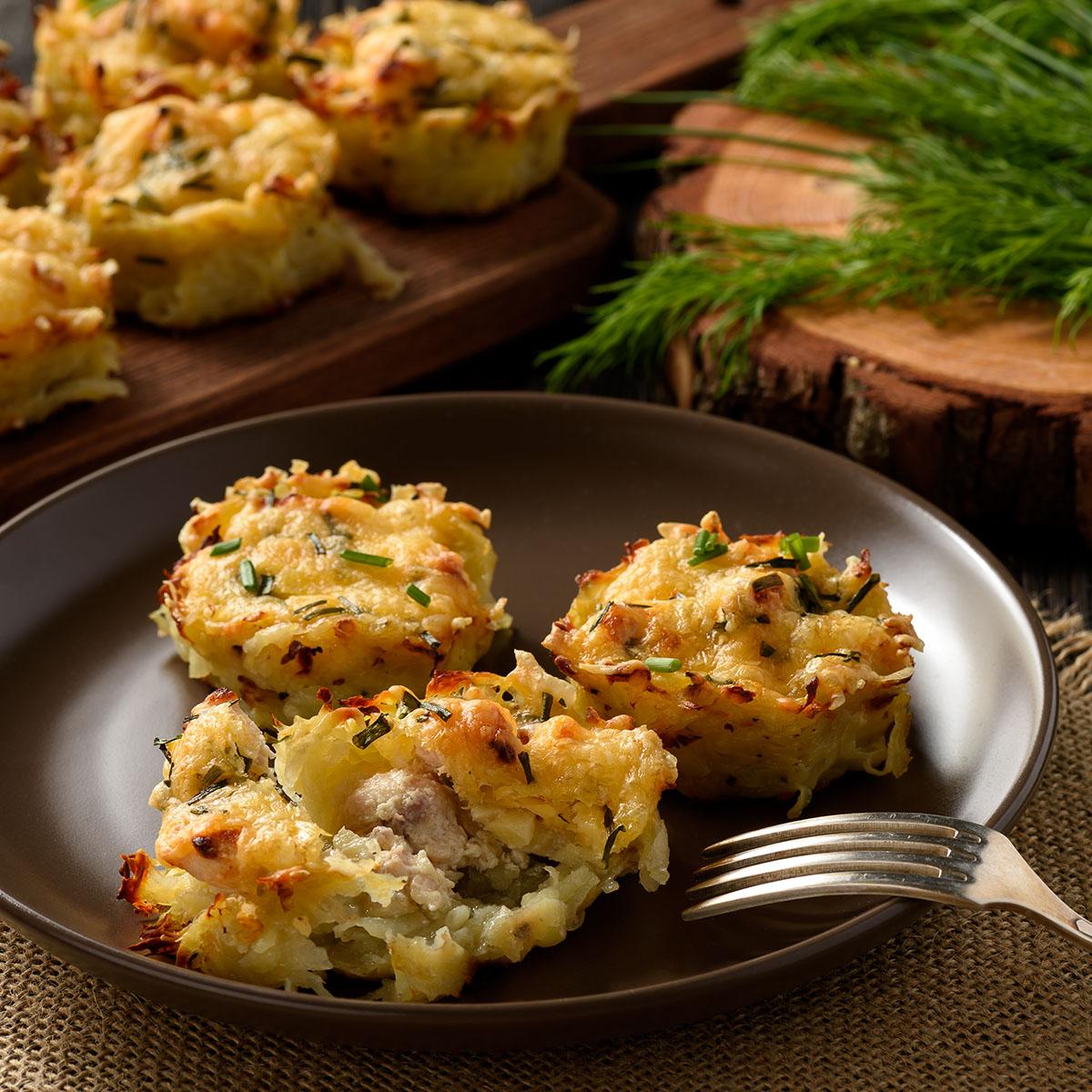 Картофельные тарталетки с куриным филе, чесноком и сыром