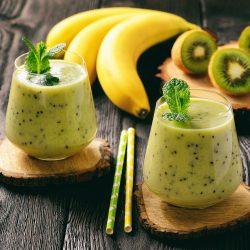 Смузи с бананами и киви