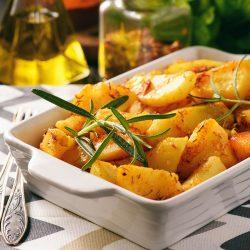 Картошка запеченная со специями и чесноком