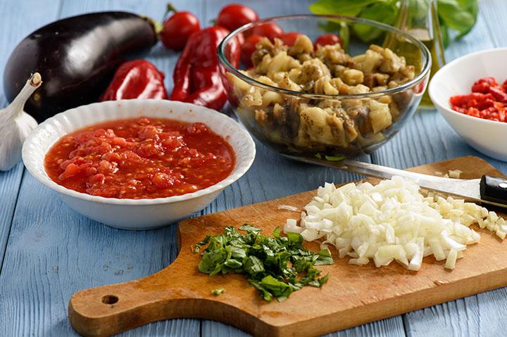 Хоровац или аджапсанда́ли - кавказский овощной салат.