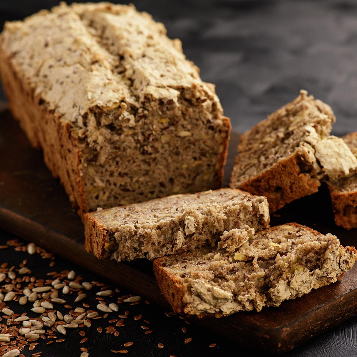 Гречневый хлеб с семенами льна, подсолнечника и тыквы