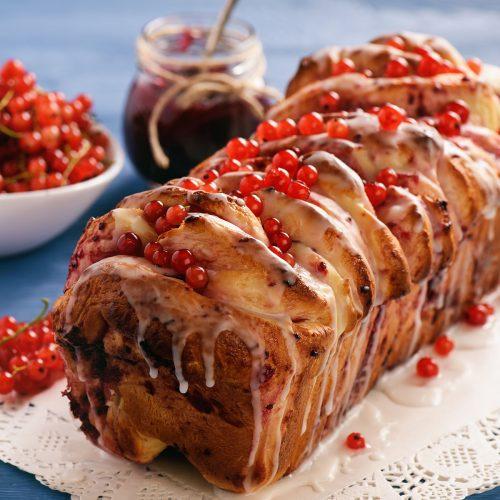 Отрывной сладкий хлеб с вареньем