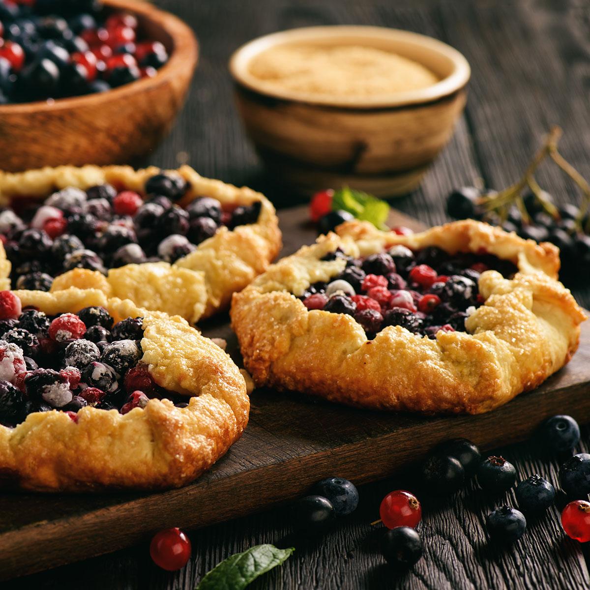 Рустикальные минитарты с ягодами